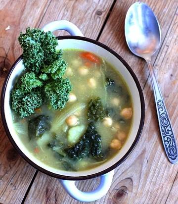 zupa-z-jarmuzem-min